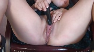 MILF Buzzes Meaty Creamy Pussy to Snapping