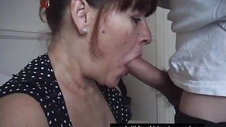 Mature amateur takes her first oral cream pie