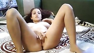 Hot69para: attractive babe masturbates