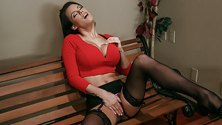 Peta Jensen & Sean Lawless in ZZ Courthouse - Part Three - Brazzers