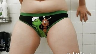 Peeing in my Grinch panties!
