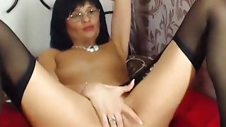 Brunette HotDianaU glasses , play with pussy